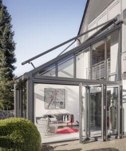 ; Größe 16m², 5 m Höhe über zwei Geschosse, Dachflächenfenster mit Elsner-Steuerung als Belüftung